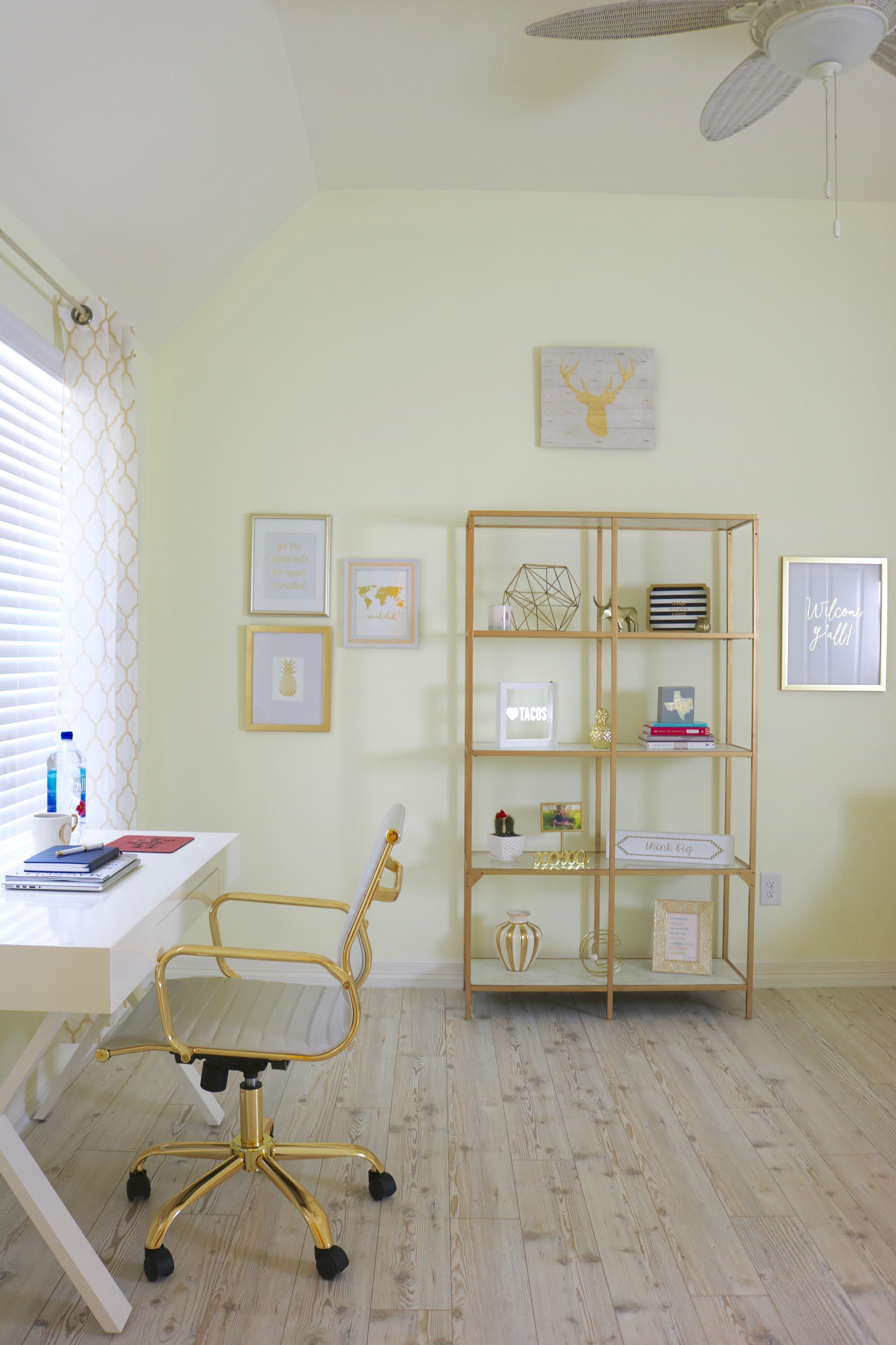 Gold and White Home Office - #Office #HomeOffice #Girly #GoldOffice #GoldDecor #BrightOffice